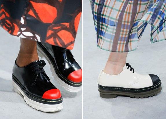 Оксфорды и броги не теряют свою актуальность. Дизайнеры предлагают надевать их на носки и гольфы, как у Miu Miu. А Marni предоставили модницам оксфорды на тракторной подошве.